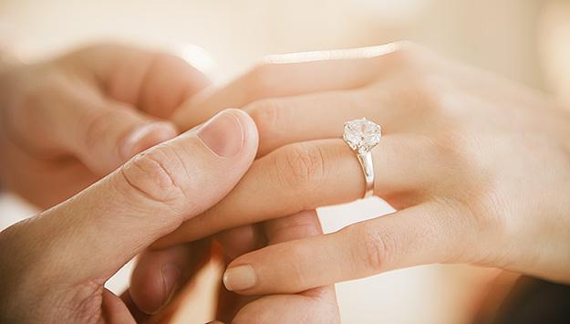 Pět věcí, které vám před zasnoubením nikdo neřekl