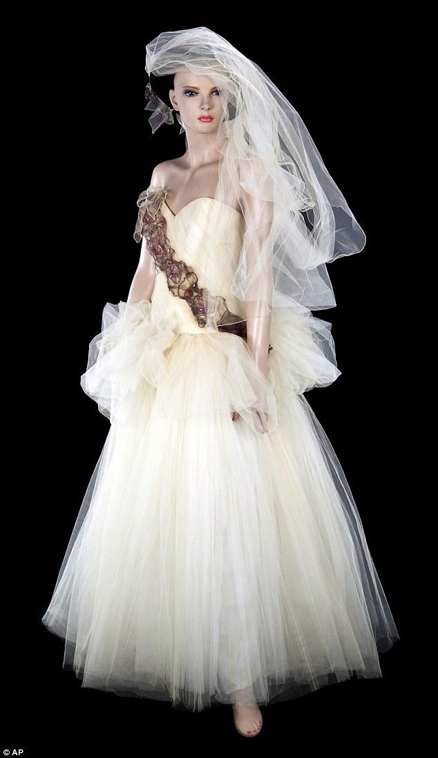 Svatební šaty Madonny vydraženy