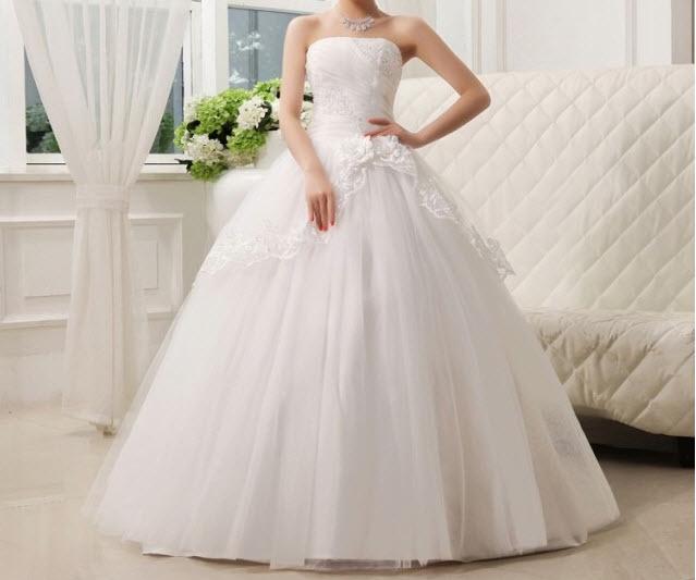 Za svatební šaty nemusíte dávat desetitisíce