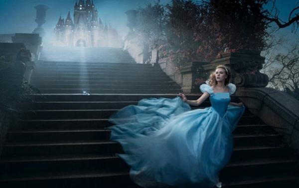 Eva Mendes poodkrývá svou novou kolekci šatů pro družičky
