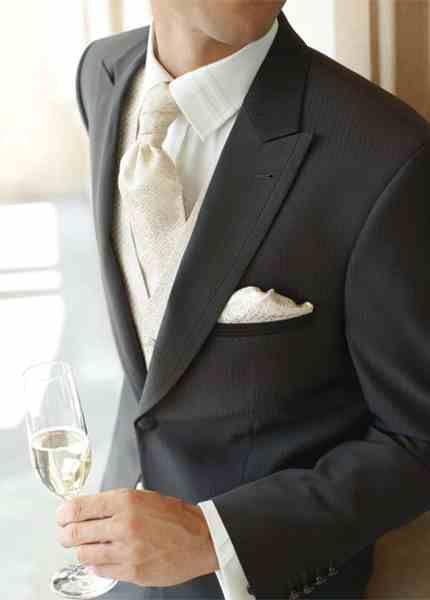 ZAMĚŘENO NA ŽENICHY: plastron, kravata, vázanka, regata či motýlek?