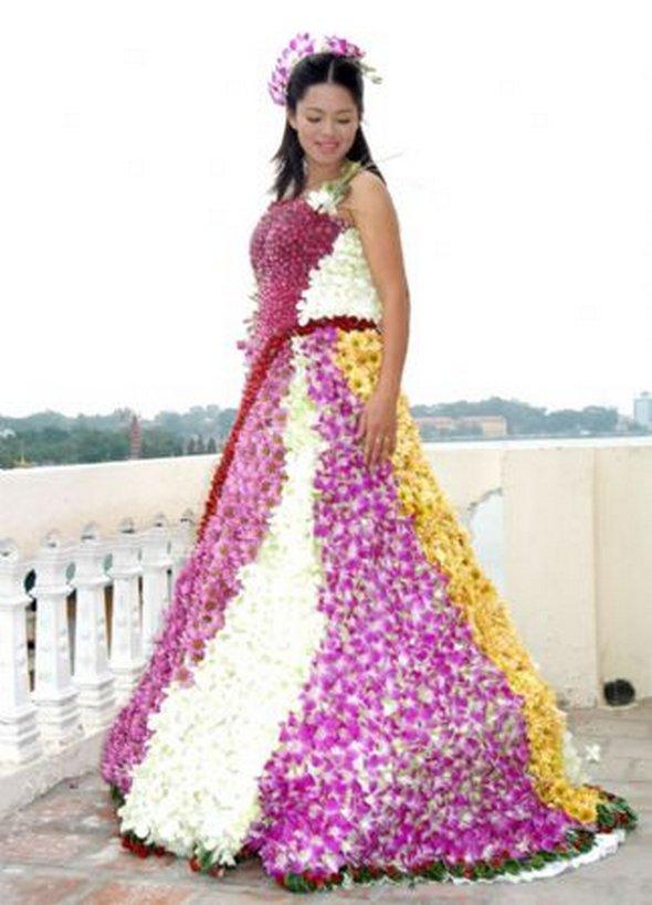 Troufly byste si obléknout takové svatební šaty?