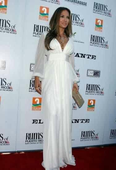 Jennifer Lopez v bílém...