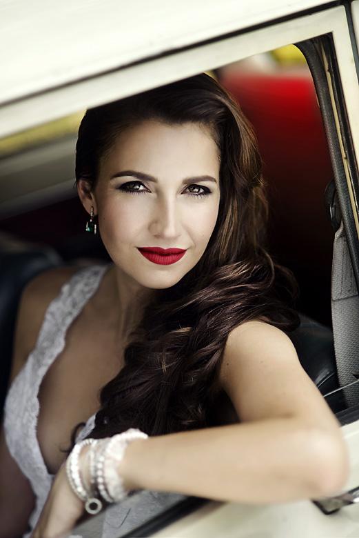 """""""Nejčastějším extrémem je přání nevěsty nemít nic víc než řasenku,"""" říká Hana Čihánková, make-up artist & hair stylist"""