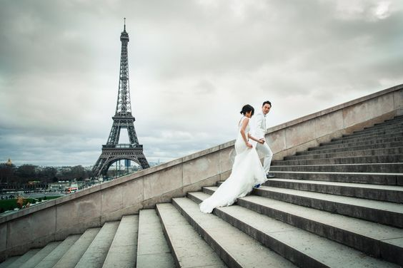 Pre-wedding pictures in Paris - by Pierre Paris Photographer