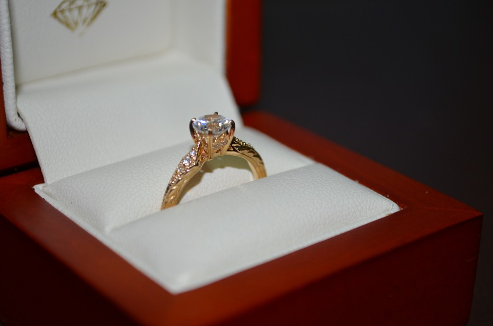 Jak se starat o zásnubní prsten?