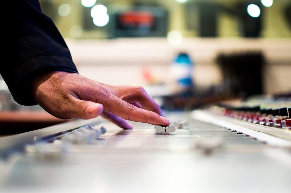 Kapela versus DJ aneb jakou hudbu vybrat na svatbu