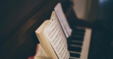 5 tipů na píseň pro svatební obřad