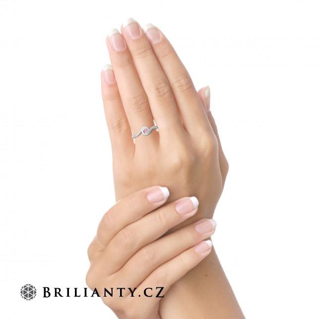 """4 kroky k výběru toho nejlepšího zásnubního prstenu (aby řekla """"Ano"""")"""