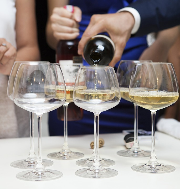 Čím si připít na svatební hostině?